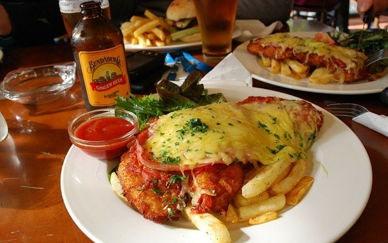 Parma + pot of beer + stubby of Bundaberg ginger beer = Aussie pub grub. Image c/o @avlxyz, Flickr