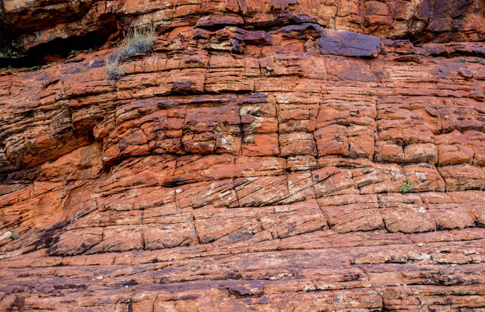Red-rock-of-Uluru-and-Kings-Canyon,-Red-Centre---Lucy-Piper