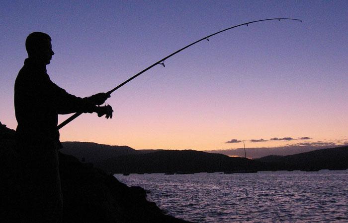 Whitehaven-and-the-Whitsundays,-fishing-at-Airlie-Beach---Matt-Binns