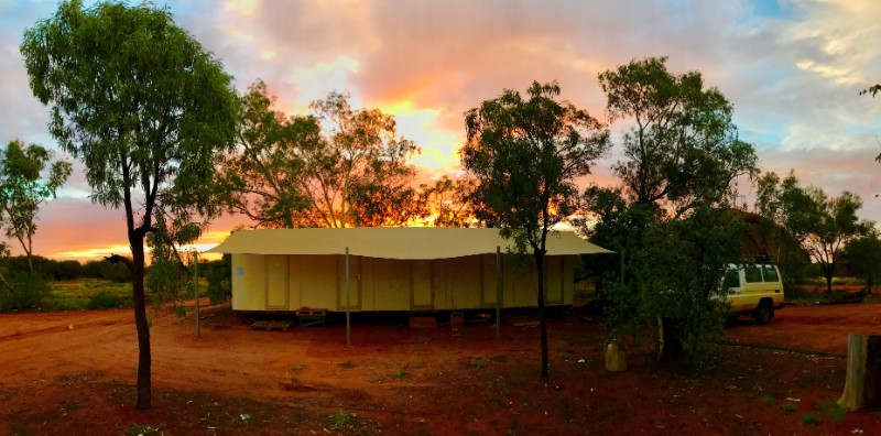 Izzys donga, a tented house in Uluru