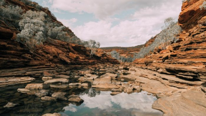 The red rocky landscape of Kalibarri and a swimming hole in the middle
